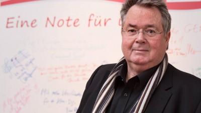 Enjott Schneider, deutscher Komponist, bei einem Gespräch mit der Initiative Urheberrecht in den Räumen der GEMA Berlin anlässlich der Berlinale 2016. (imago/gezett)