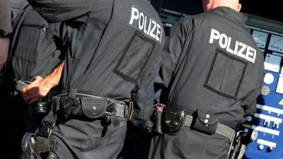 Zwei Bundespolizisten in der Rückansicht (picture alliance / Andreas Gora)
