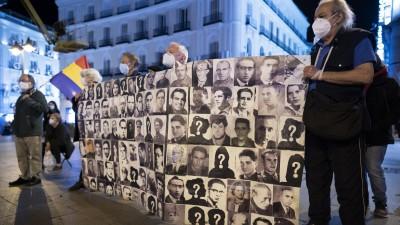 Vor dem Jahrestag des Todes des spanischen Diktators Franco haben Demonstranten in Madrid an die Opfer seiner Herrschaft erinnert (dpa / Oscar Gonzalez / NurPhoto)