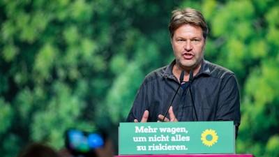 Robert Habeck, Bundesvorsitzender von Bündnis 90/Die Grünen, spricht auf dem Bundesparteitag der Grünen zu den Delegierten. (Guido Kirchner/dpa )