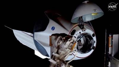 Die Dragon-Kapsel von SpaceX, mit den NASA-Astronauten Robert Behnken und Douglas Hurley an Bord dockt an die Internationale Raumfahrtstadion ISS an (imago/UPI Photo)