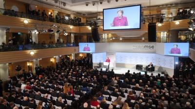 Bundeskanzlerin Merkel bei ihrer Rede auf der Münchner Sicherheitskonferenz (dpa/Tobias Hase)