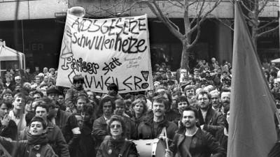 Demonstration auf dem Münchner Marienplatz gegen Aids-Politik von Peter Gauweiler im März 1987. (imago images / Heinz Gebhardt)