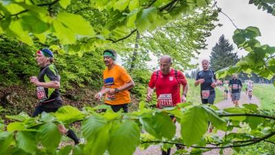 Am 21.05.2016 beim 44. GutsMuths-Rennsteiglauf: Eine Läufergruppe am Mordfleck (imago images / Gerhard König)