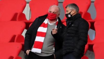 Präsident Herbert Hainer vom FC Bayern München mit Uli Hoeneß auf der Tribüne der Münchner Arena (picture alliance / sampics Photographie / Stefan Matzke )