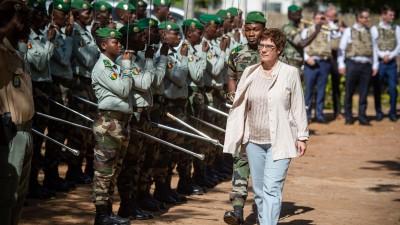 Verteidigungsministerin Kramp-Karrenbauer in Mali (dpa)
