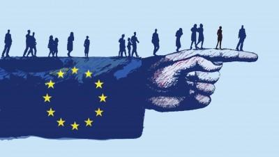 Menschen gehen auf einem Arm mit EU-Flagge zum ausgestreckten Finger (Illustration). (imago / Gary Waters )