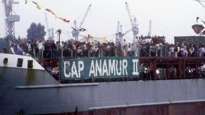 Ankunft des Flüchtlingsschiffes Cap Anamur II am 5. September 1986 im Hamburger Hafen (picture alliance / radio tele nord / Peter Wuest)