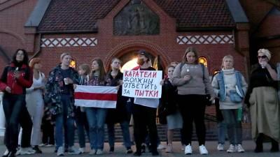 Kundgebung gegen das Regime Lukaschenkos vor der katholischen Kirche des hl. Simon und der hl. Helena in Minsk am 11. September 2020. (imago / Natalia Fedosenko)