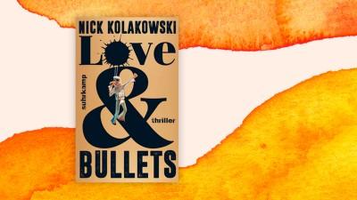 """Das Cover des Buches von Nick Kolakowski: """"Love and Bullets"""" auf orangen-weißem Hintergrund. (Suhrkamp / Deutschlandradio)"""