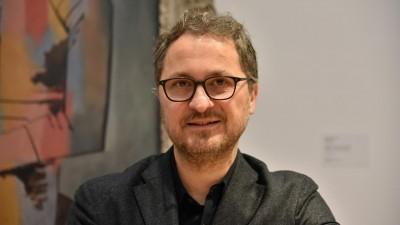 Dr. Yilmaz Dziewior lächelt in die Kammera. (picture alliance/Horst Galuschka/dpa)