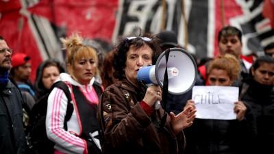 Aktivisten in Buenos Aires setzen sich für chilenische Proteste ein. (dpa / picture alliance / Carol Smiljan)