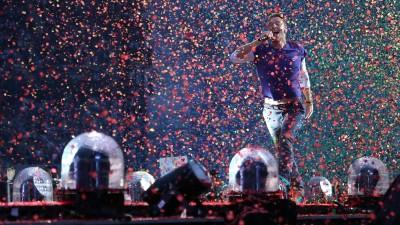 Coldplay-Frontmann Chris Martin bei einem Auftritt in Paris 2017 (imago images / UPI Photo)