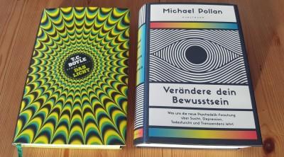 """Die beiden Bücher""""Das Licht"""" von T. C. Boyle und """"Verändere Dein Bewusstsein"""" von Michael Pollan. (Ralf Krauter)"""