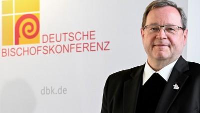 Der Vorsitzende der Deutschen Bischofskonferenz Georg Bätzing, am Rande einer Pressekonferenz zum Auftakt der digitalen Frühjahrsvollversammlung der Deutschen Bischofskonferenz (picture alliance/ EPA Pool/ Sascha Steinbach)