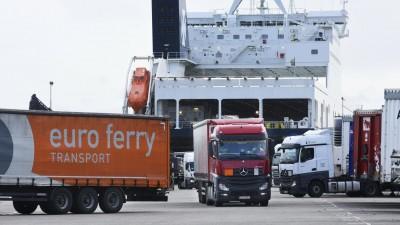 Abfertigung von Gütern am Hafen von Rotterdam  (imago-images/ Hollandse Hoogte)
