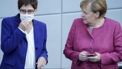 Dlf Audiothek Studio 9 Der Tag Mit Wahl Zum Cdu Vorsitz Verschoben Das Energielose Ende Der Ara Merkel