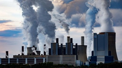 Blick auf das Braunkohlekraftwerk Niederaußem der RWE Power AG in Bergheim-Niederaußem (picture alliance/ Geisler-Fotopress)