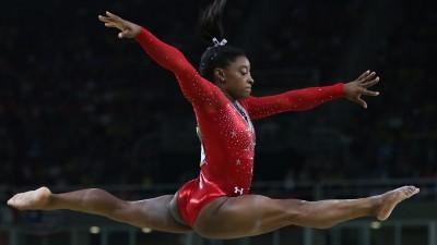 Die mehrfache Olympiasiegerin und US-Turnerin Simone Bilesbei den Spielen in Rio 2016 (picture alliance / dpa / How Hwee Young)