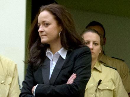 Richter und Anwalt werden vor Gericht gefickt und imprägniert