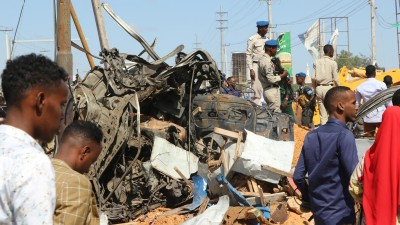 Autobombenanschlag in der somalischen Hauptstadt Mogadischu (AFP / Abdirazak Hussein Farah)