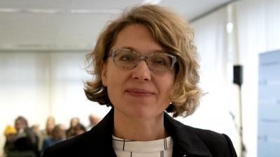 31.10.2019, Berlin: Rechtsanwältin Dr. Roda Verheyen steht in einem Verhandlungssaal im Berliner Verwaltungsgericht. Dort wird eine Klage gegen die Klimapolitik der Bundesregierung verhandelt. (Paul Zinken/dpa)