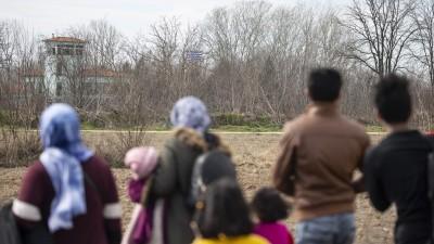 Flüchtlinge laufen in der Türkei in Richtung griechische Grenze (picture alliance / AA / Gokhan Balci)
