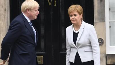 Der britische Premierminister Boris Johnson trifft Schottlands First Minister Nicola Sturgeon in Edinburgh. (picture alliance / Cover Images / Euan Cherry)