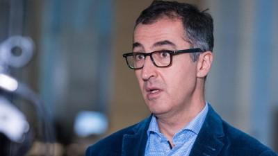 Im Bild ist Cem Özdemir Bündnis 90/Die Grünen während eines Interviews im deutschen Bundestag zu sehen. (imago images/Christian Spicker)