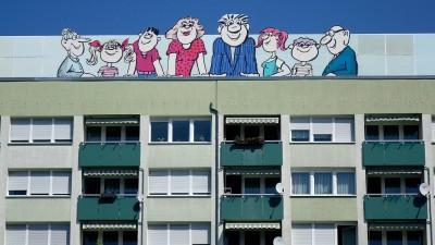Werbung für Wogetra auf einem Wohnblock Werbung für Wogetra auf einem Wohnblock, 29.04.2018, Leipzig, Sachsen, Auf einem Hausdach befindet sich die Werbung für die Wohnungsgenossenschaft Transport eG. (imago / Steinach)