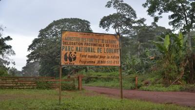 Schild am Eingang zum Lobeké Nationalpark in Kamerun (imago stock&people)