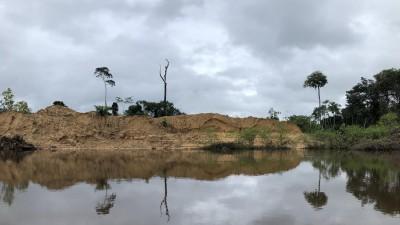 """Das Bild zeigt die landschaftlichenSpuren der """"Garimpeiros"""", der illegalen Goldschürfer am Amazonas. (Ivo Marusczyk)"""