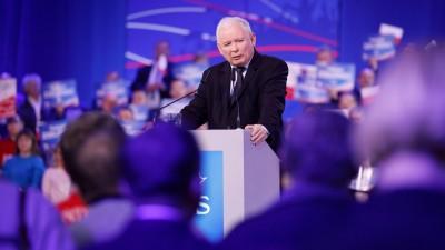 Jaroslaw Kaczynski, Vorsitzende der PiS-Partei, vor der Parlamentswahl in Polen bei einer Wahlkampfveranstaltung (Jp Black/ZUMA Wire/dpa)