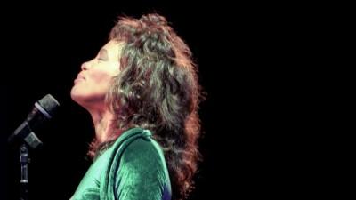 Whitney Houston genießt ihren Auftritt1994. (picture-alliance/ newscom/ John Barrett)