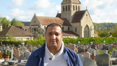 In Frankreich wollen immer mehr Muslime islamkonform bestattet werden. Die wenigsten Friedhöfe sind darauf vorbereitet. Moschee-Direktor Abdelaziz El Jaouhari will die Bürgermeister überzeugen, in Zukunft auch muslimische Grabfelder anzulegen. Der Staat befürwortet dies. (Deutschlandradio / Bettina Kaps)