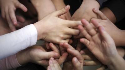 Kinderhände (picture alliance / dpa  / Fredrik von Erichsen)