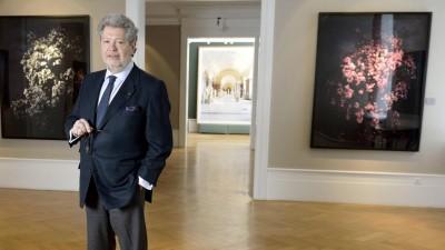 Der Kunsthändler Konrad O. Bernheimer in seiner Galerie in München (imago/argum)