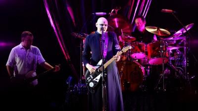 Die Band The Smashing Pumpkins steht bei einem Auftritt im August 2019 auf der Bühne. (Getty Images /  Jerod Harris)