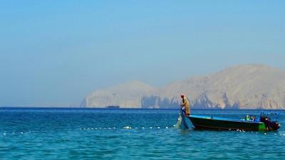 Fischer in einem Boot in der Straße von Hormus, in Musandam, Oman. (imago / P. Royer)