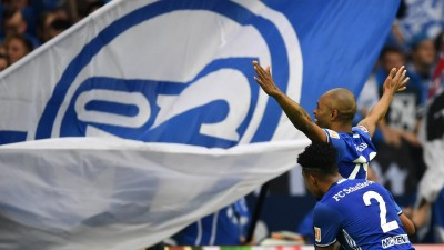 Naldo von Schalke bejubelt sein Tor zum 2:0 gegen Dortmund.  (dpa / picture alliance / Ina Fassbender)