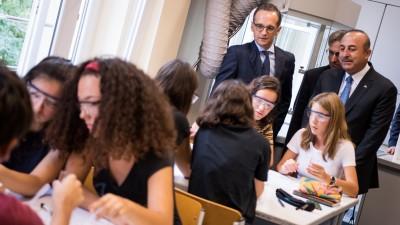 Bundesaußenminister Heiko Maas (l, SPD) besucht mit Mevlüt Cavusoglu, Außenminister der Türkei, die Deutsche Schule Istanbul. (dpa / Bernd von Jutrczenka)