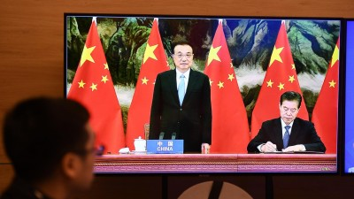 Ministerpräsident Li Keqiang (li) und Chinas Wirtschaftsminister Zhong Shan. (AFP/ Nhac Nguyen)
