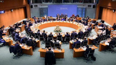 Bundeskanzlerin Angela Merkel (M, CDU) und Außenminister Heiko Maas (SPD) eröffnen im Bundeskanzleramt die Libyen-Konferenz. (Guido Bergmann/Bundesregierung/dpa )