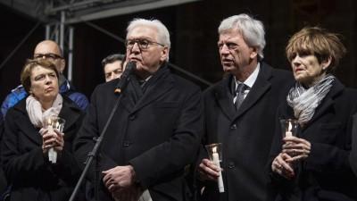 Bundespräsident Frank-Walther Steinmeier spricht während einer Gedenkfeier für die Opfer des Anschlags in Hanau. (dpa-Bildfunk / Boris Roessler)