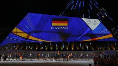 Die deutsche Mannschaft während der Eröffnungsfeier der 30. Universiade 2019 in Neapel. (imago / Insidefoto / Cesare Purini)