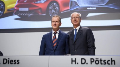 VW-Chef Herbert Diess (l.) und Chefaufseher Hans Dieter Pötsch (imago images / Jan Huebner)
