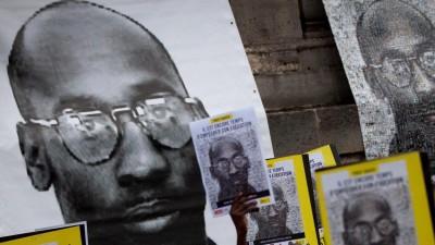 Mit Transparenten und Parolen: Demonstration gegen die Todesstrafe für den Afro-Amerikaner Troy Davis 2011 in Paris (picture-alliance/Philippe Huynh-Minh/Maxppp)