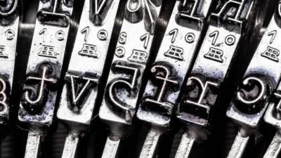 Buchstaben einer alten Schreibmaschine. (imago/McPHOTO)