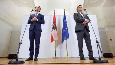 Sebastian Kurz (ÖVP) und Werner Kogler (Grüne) bei der Pressekonferenz in Wien, bei der der erfolgreiche Abschluss der Koalitionsverhandlungen verkündet wurde. (imago / photonews.at)