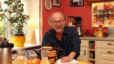 Der Krimiautor Klaus-Peter Wolf, geboren in Gelsenkirchen und wohnhaft in ostfriesischen Norden (Deutschlandradio / Paul Stänner)